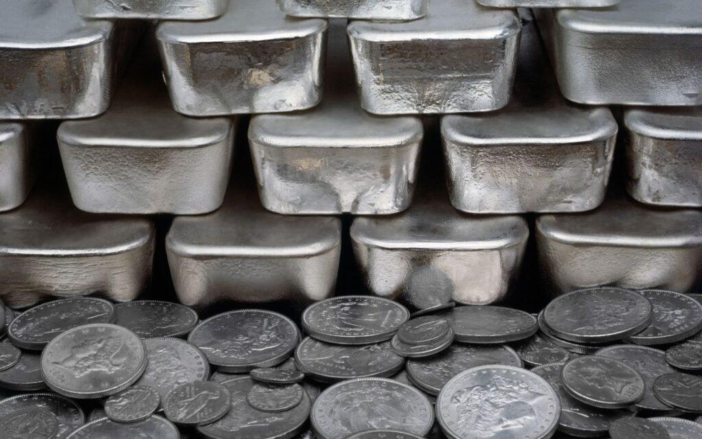 Как ведет себя стоимость серебра в различные периоды?