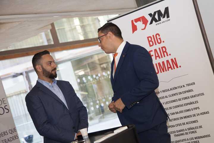 Какие услуги предлагает брокерская компания XM?