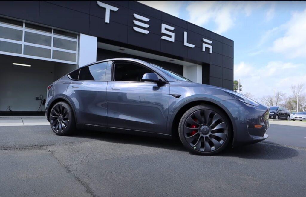 Tesla зафиксировала стабильную прибыль в течение года