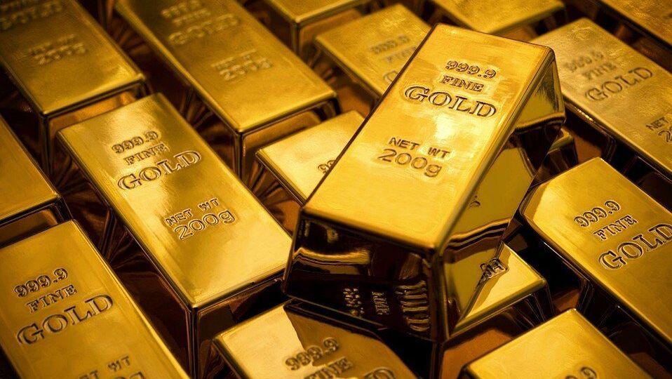 Всеобщая неопределенная ситуация и доллар поддерживают золото