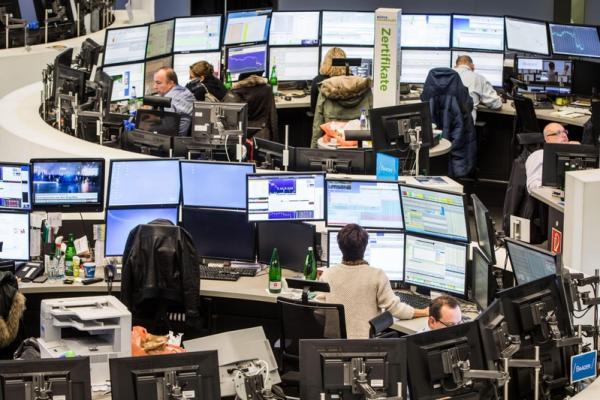 Общий отрицательный фон толкает европейские биржи вниз
